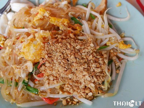 Pad Thai (Thai-Style Stir-Fried Noodles)