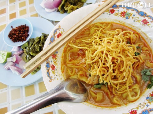Khao-soy (Northern Thai Curry Noodles)