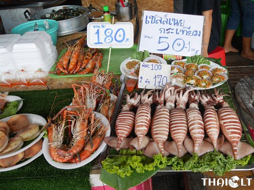 What to Eat at Amphawa Floating Market